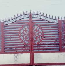new round split gates flower design
